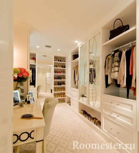Большая комната под шкафы