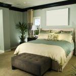 Зеленые оттенки в дизайне комнаты для гостей