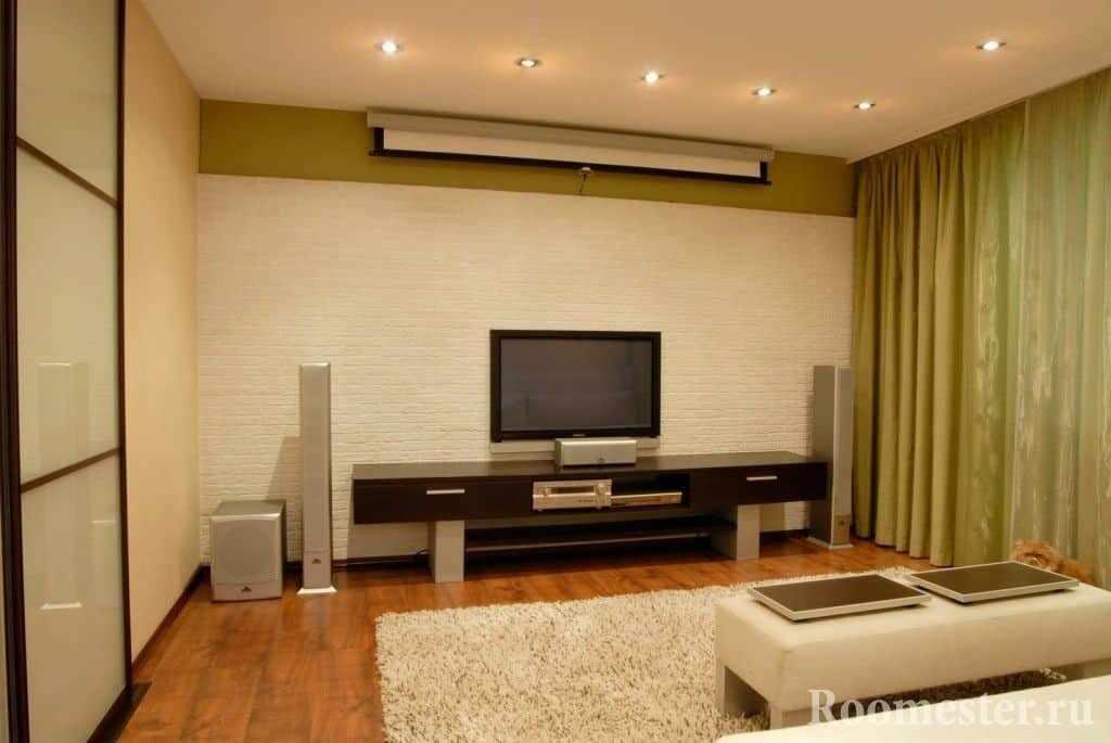 Точечные светильники в гостиной