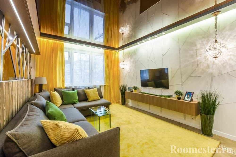 Зеркальные поверхности в гостиной 20 кв м