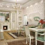 Светлая мебель в интерьере гостиной-столовой