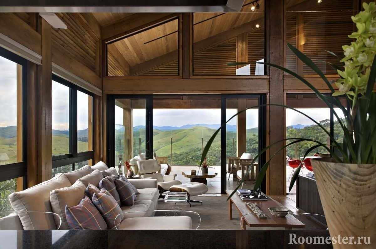 Огромные витражные окна в гостиной