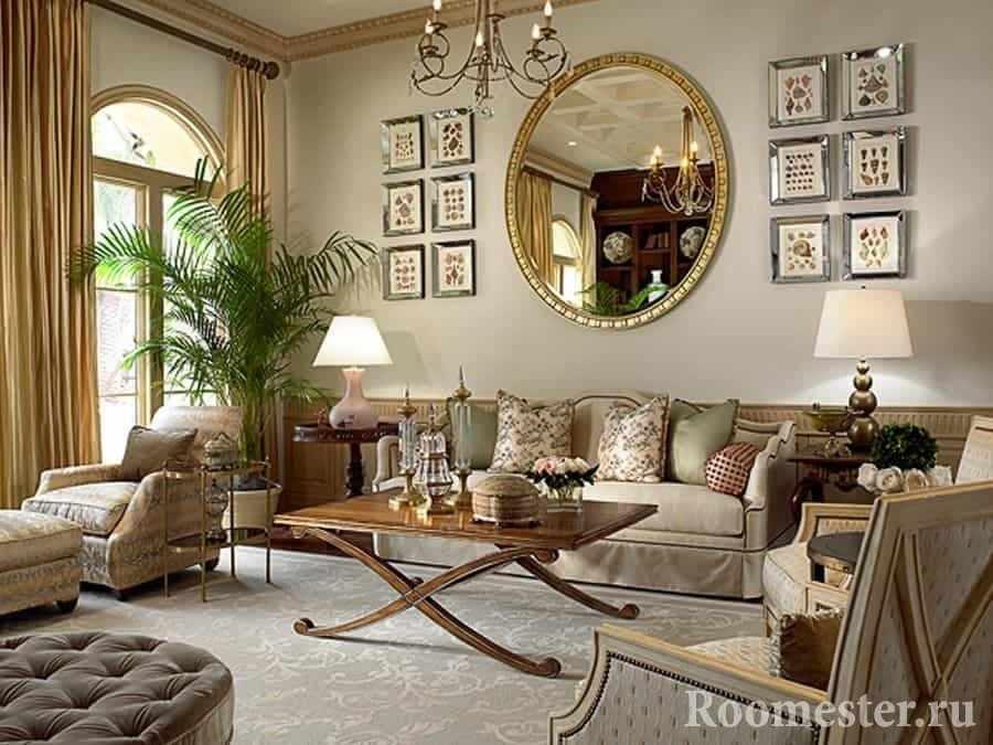 Большое зеркало украсит дизайн гостиной в классическом стиле