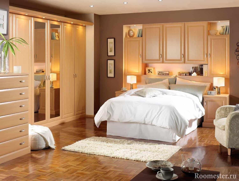 Маленькая спальня со встроенными шкафами