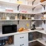 Кухня в небольшой кладовой