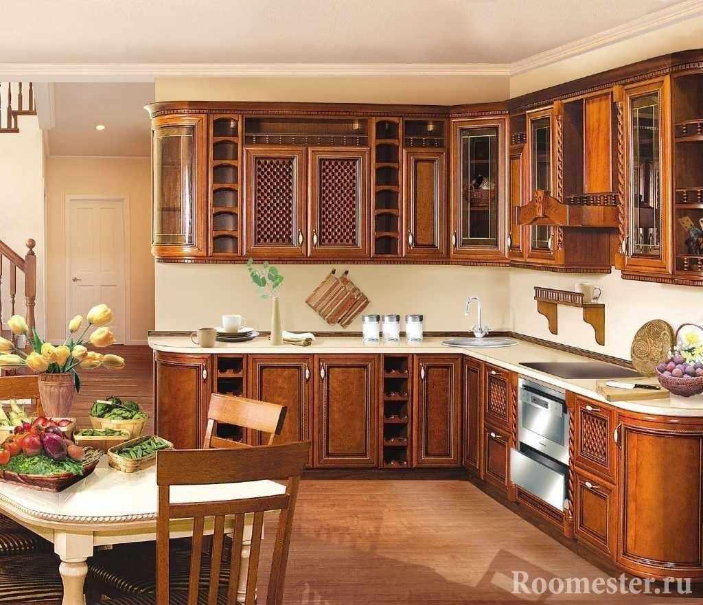 Классическая кухня с гарнитуром из натурального дерева