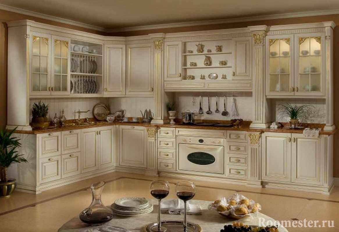 Дизайн классической кухни в белом цвете