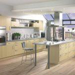 Стеклянная стена на кухне