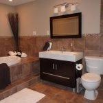 Коричневый цвет в декоре ванной комнаты