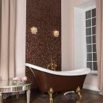 Классическая ванная комната в доме