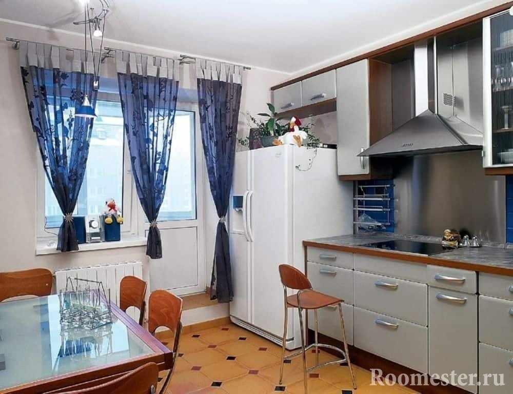 Кухня с двух дверным холодильником