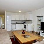 Светлый интерьер кухни-гостиной 16 кв м