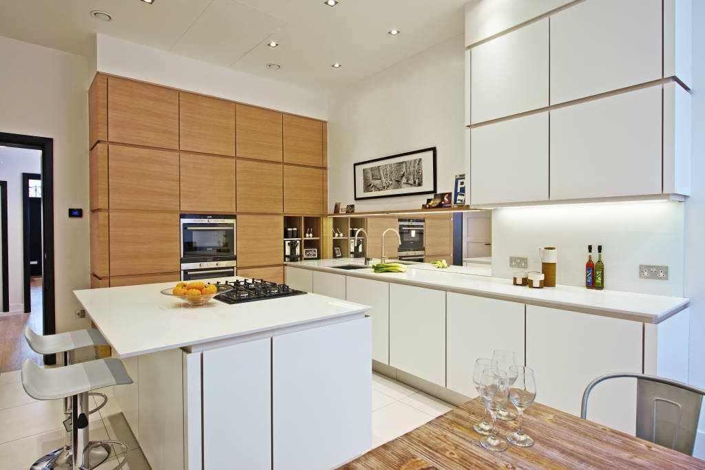 Дизайн кухни 16 кв м со столом-островом