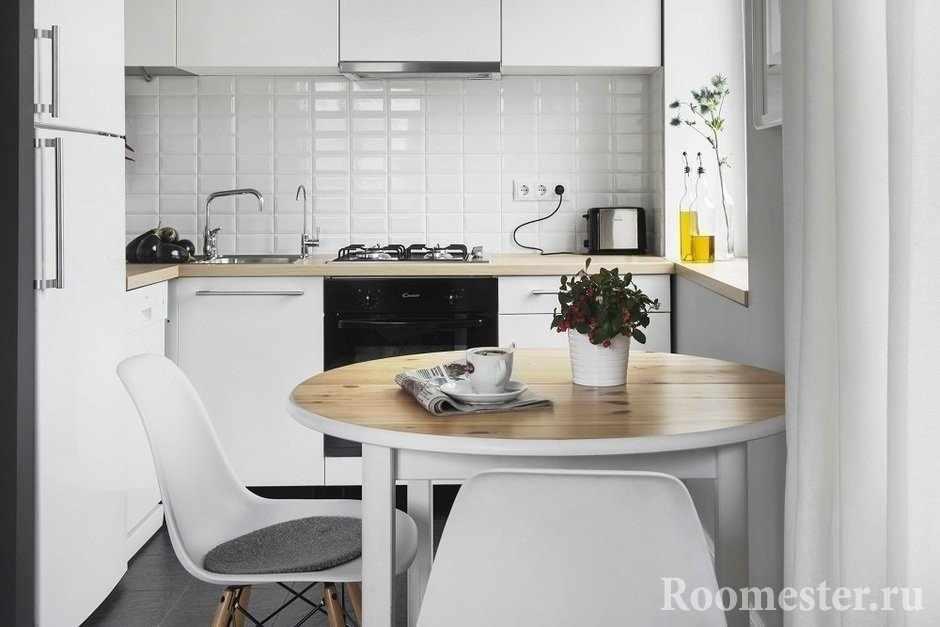 Круглый стол на небольшой кухне