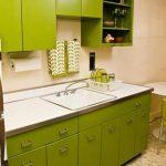 Фисташковая кухонная мебель