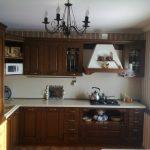Люстра со свечами на кухне