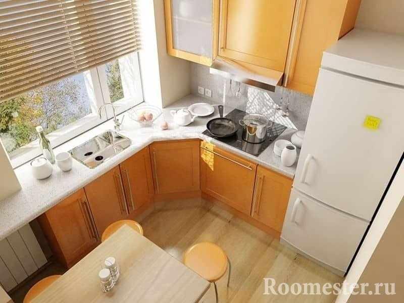 Угловая кухня с мойкой перед окном