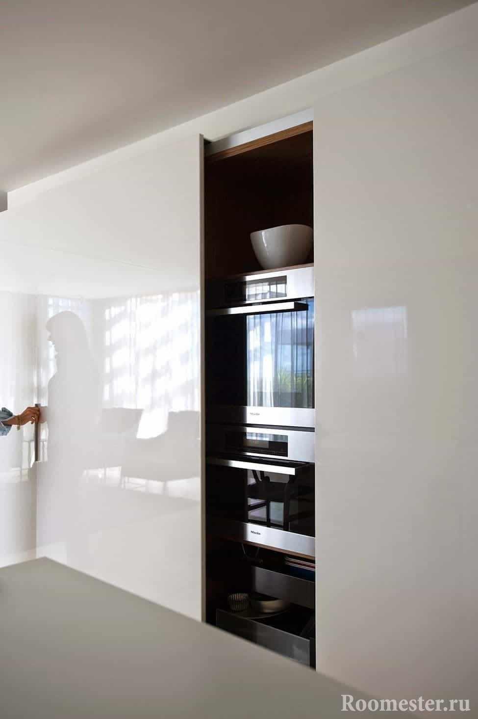 Кухня в шкафу, ничего лишнего в интерьере
