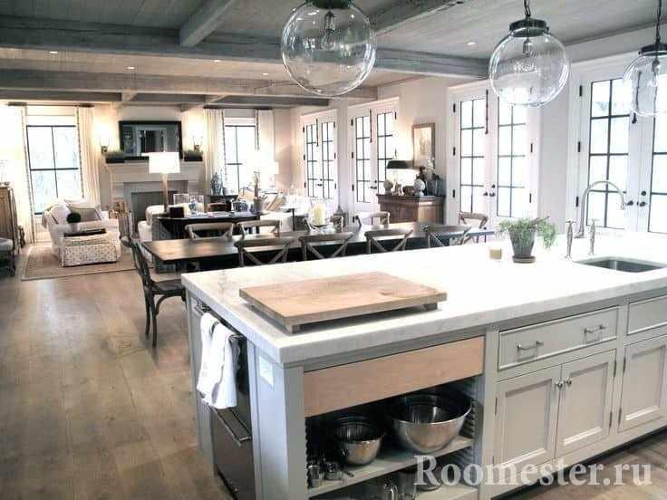 Пример освещения совмещенной кухни-столовой и гостиной