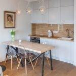Картина над столом на кухне