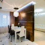 Интерьер кухни с перегородкой с подсветкой