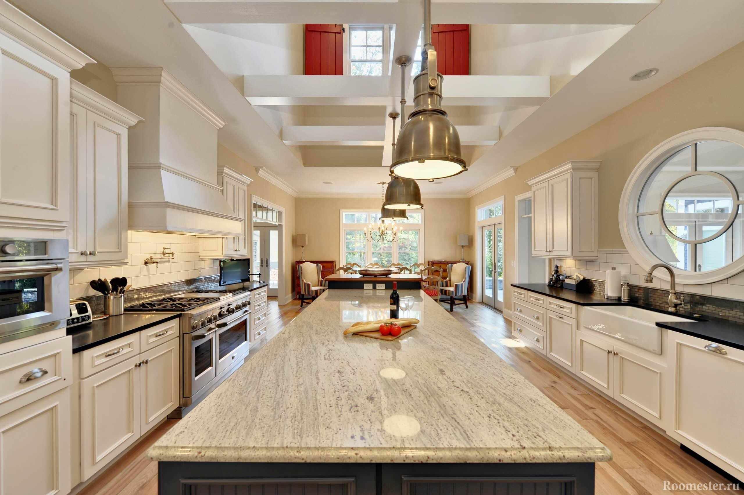 Кухня со вторым светом в доме