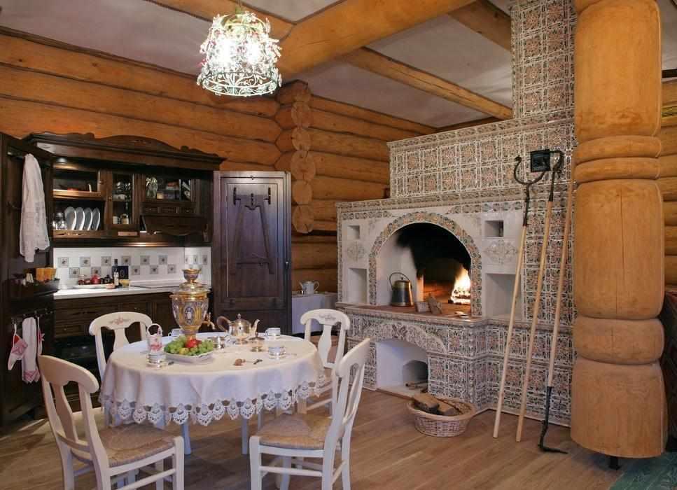 Русская печь на кухне частного дома