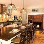 Сочетание кирпича и дерева на кухне