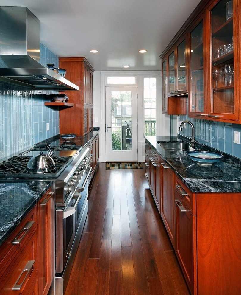 Параллельная планировка кухни в доме