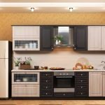 Холодильник рядом с кухонным гарнитуром