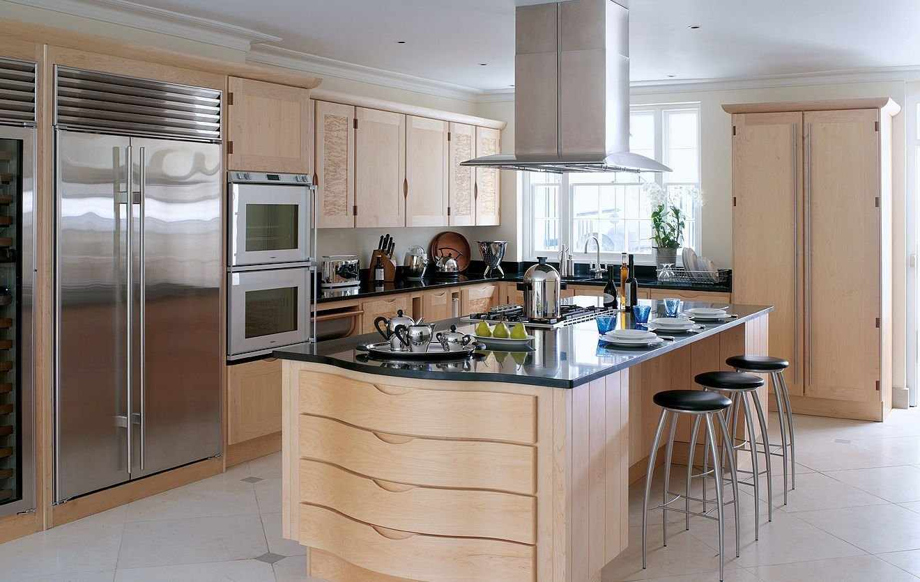 Островная планировка кухни в доме