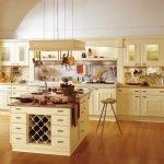 Кремовая мебель на кухне