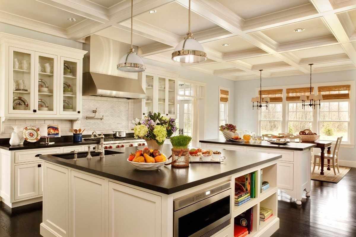 Большая кухня со столовой