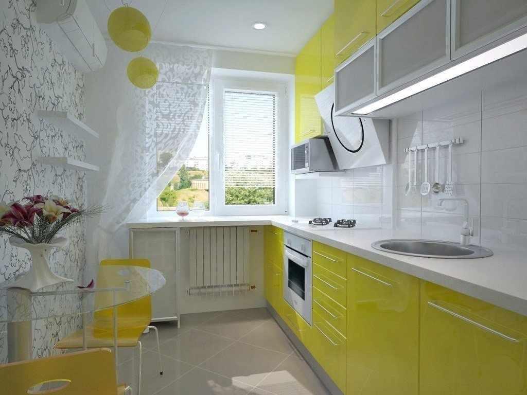 Интерьер кухни в бело-желтом цвете