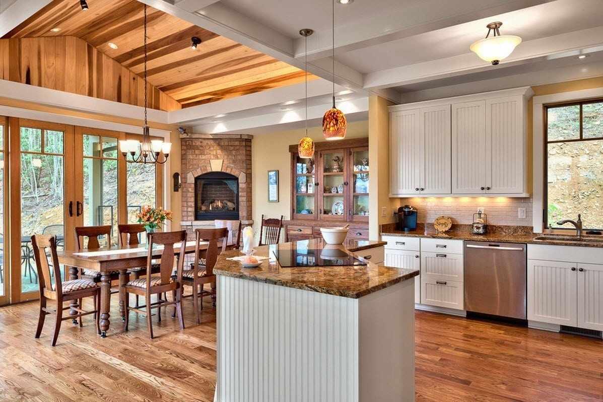Светлая цветовая гамма кухни в загородном доме