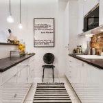 Полосатый половик на кухне