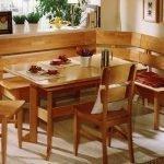 Деревянный уголок на кухне
