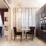 Темная мебель на кухне