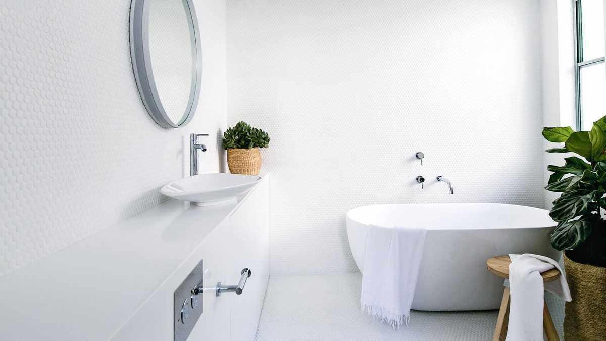 Дизайн ванной в белом цвете