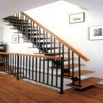 Лестница из натурального дерева