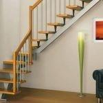 Лестница на металлическом креплении