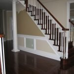 Классические перила на лестнице в доме
