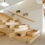 Выдвижные полки под лестницей в доме