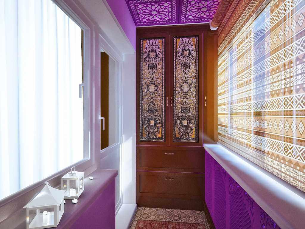 Яркая цветовая палитра в интерьере маленького балкона