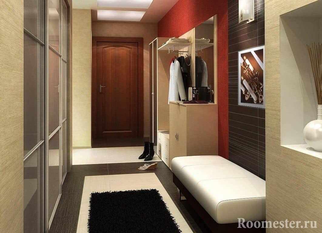 Маленький коридор с комбинацией материалов