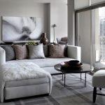 Угловой диван у большого окна
