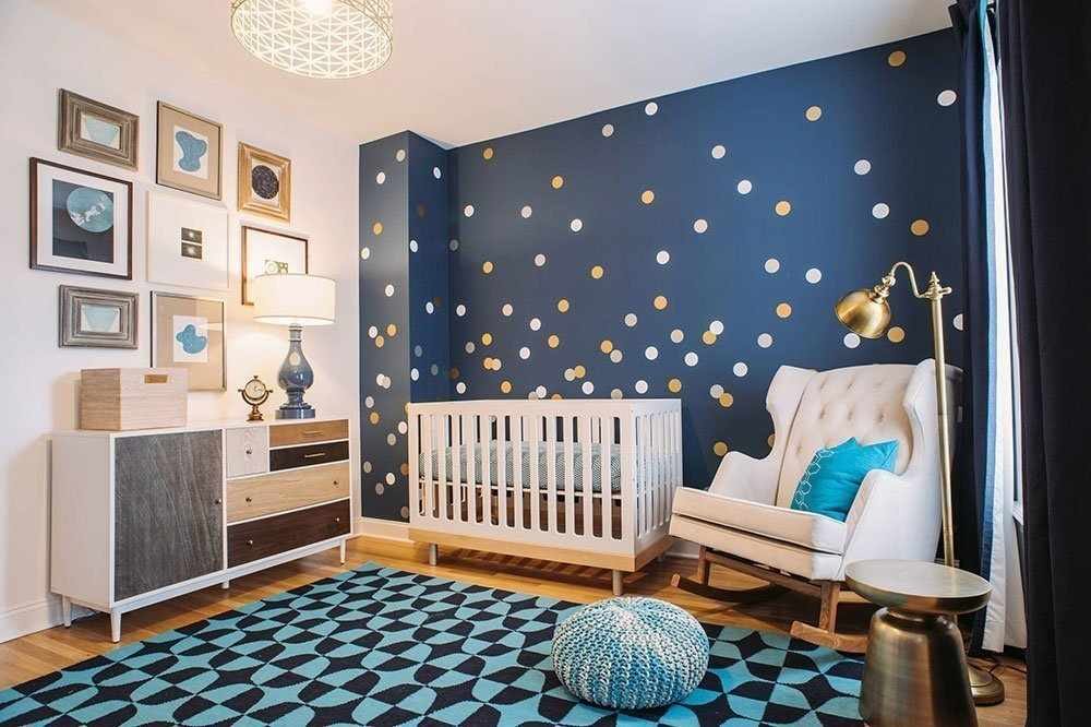 Декор комнаты для ребенка с синими стенами