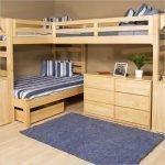 Деревянная кровать для большой семьи