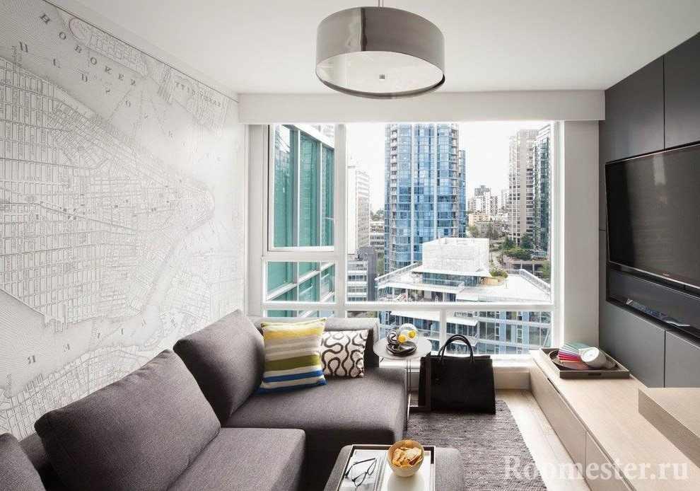 Малогабаритная гостиная с панорамным окном