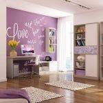Небольшая комната для девушки-подростка